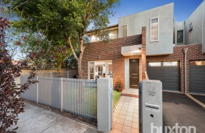 Bentleigh townhouse for a lovely couple