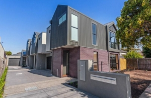 Townhouse near Newport Lakes with a fantastic floorplan