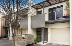 Townhouse investment overlooking Newport Lakes