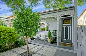 A beautiful Victorian reproduction 3BR in Coburg