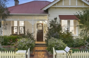Ecstatic Home Buyers Win Edwardian Home in Rippleside